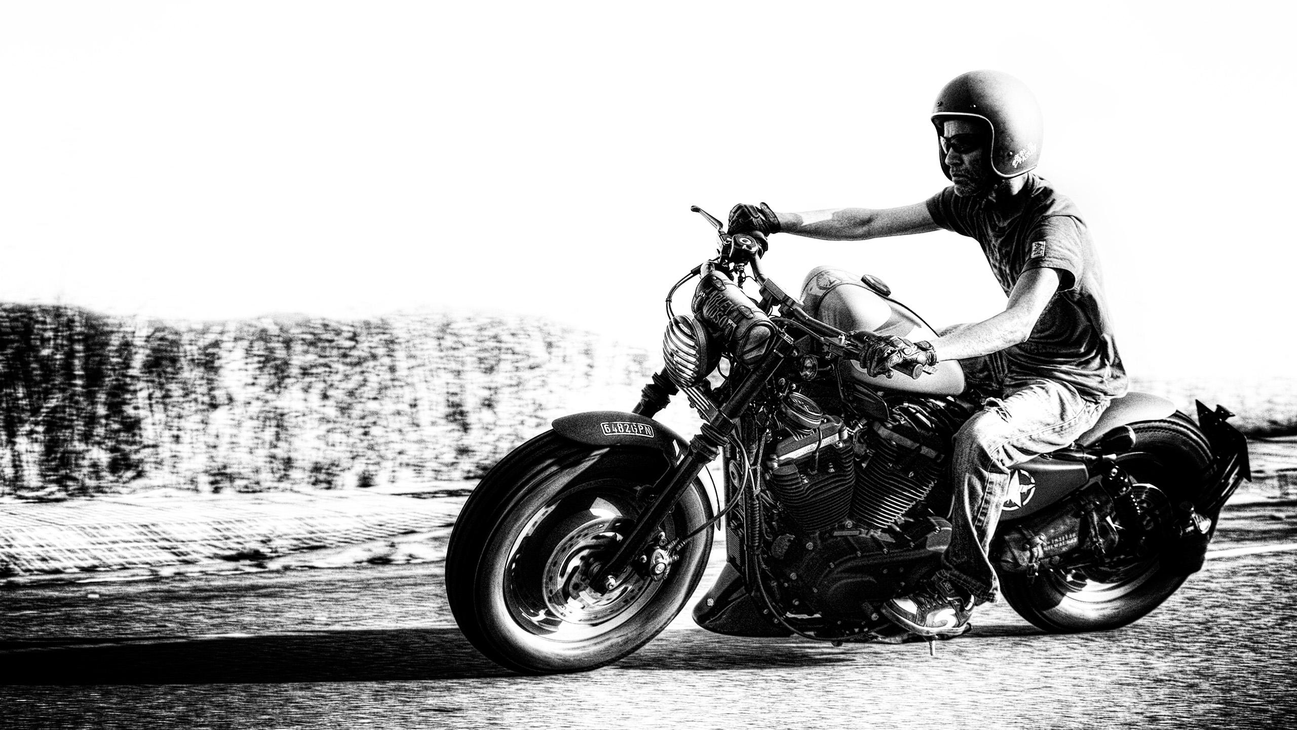 Harley Davidson 883 Iron Army 4